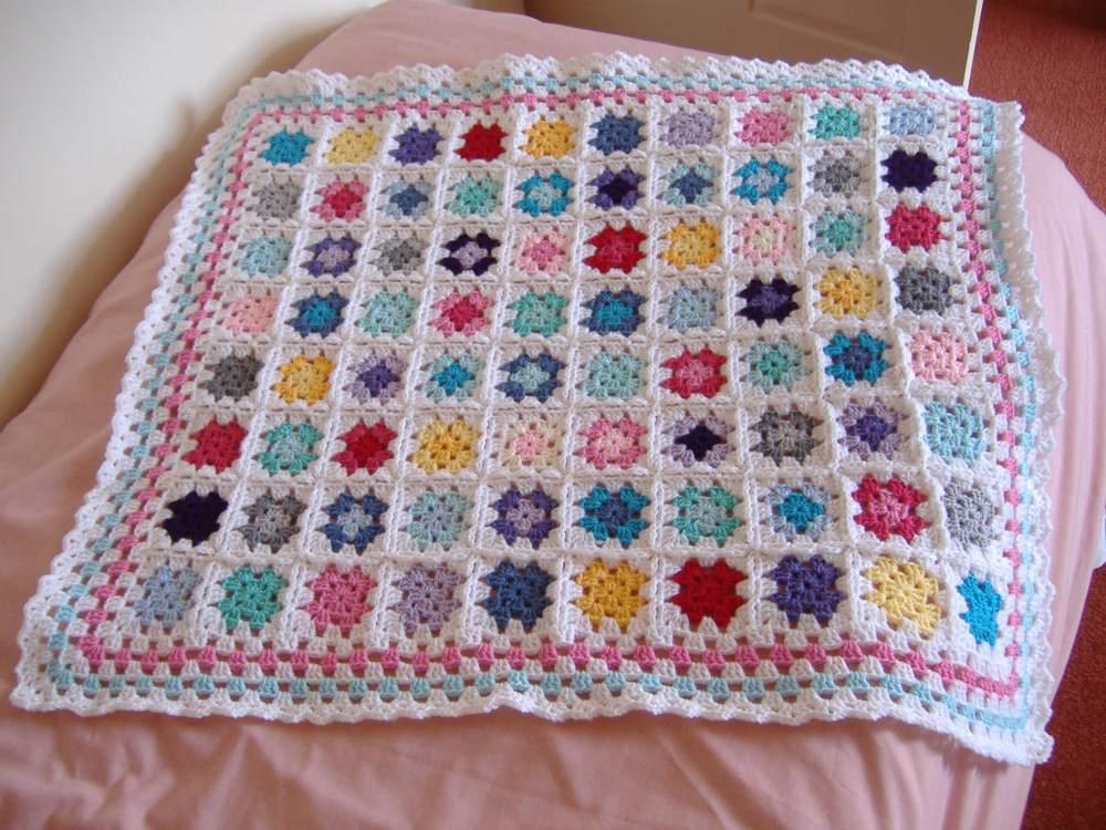Granny square baby blanket (2/2)
